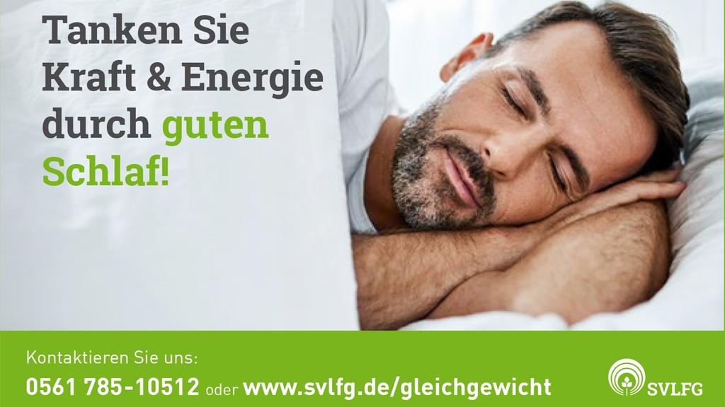 """Postkarte, die einen schlafenden Mann zeigt, mit dem Schriftzug """"Tanken Sie Energie und Kraft durch gesunden Schlaf"""""""
