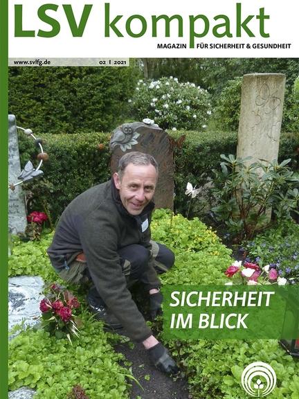 Titelbild von LSV kompakt 22021 zeigt einen Gärtner, der Blumen auf einem Grab pflanzt