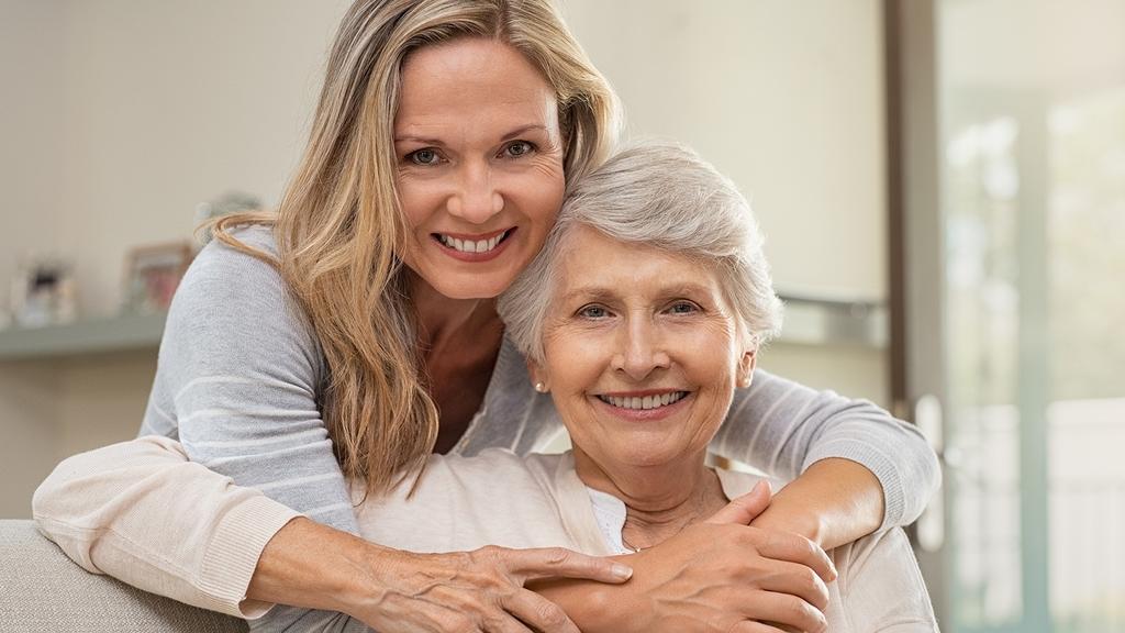 Pflegeperson mit Pflegebedürftiger