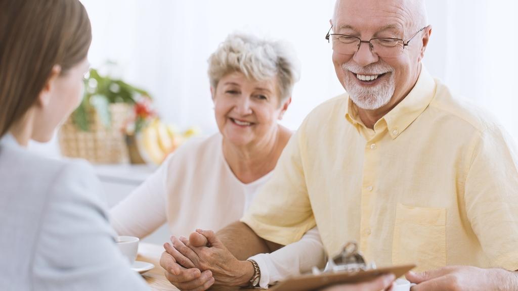 Senioren bei der Pflegeberatung