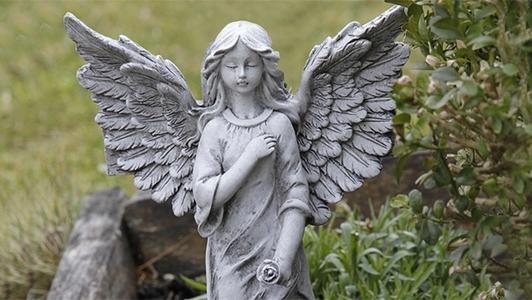 Engel auf Grab