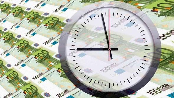 Uhr auf Euronoten
