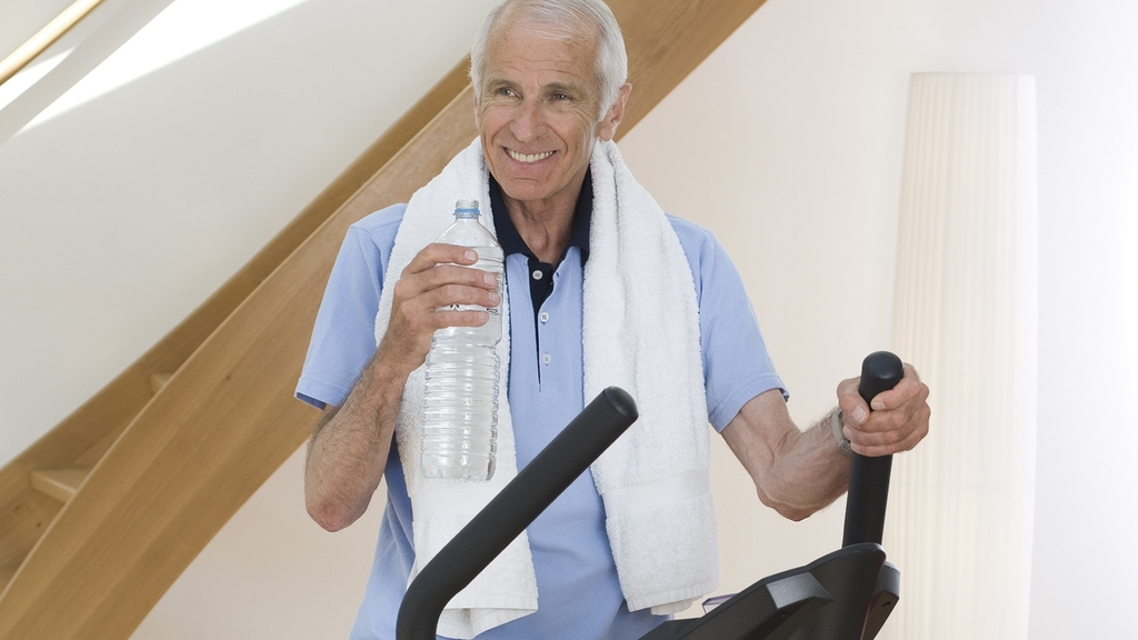 Rentner auf dem Ergometer